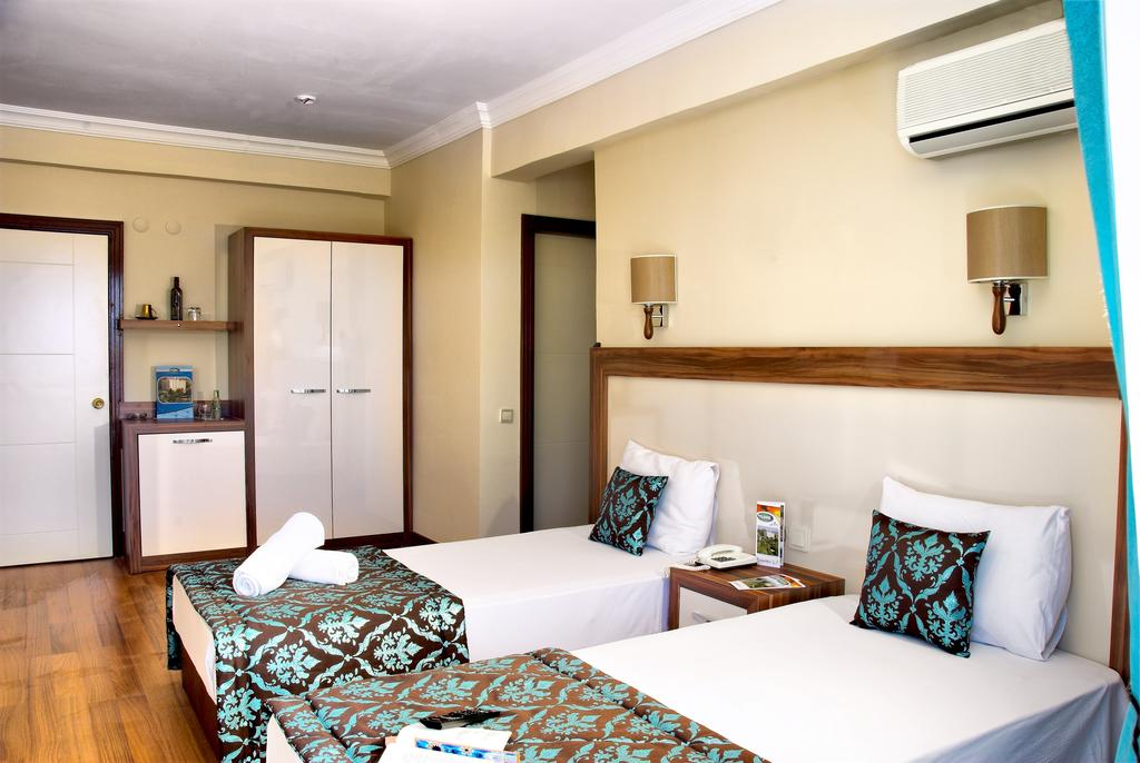 Hotel Flora Suites 8