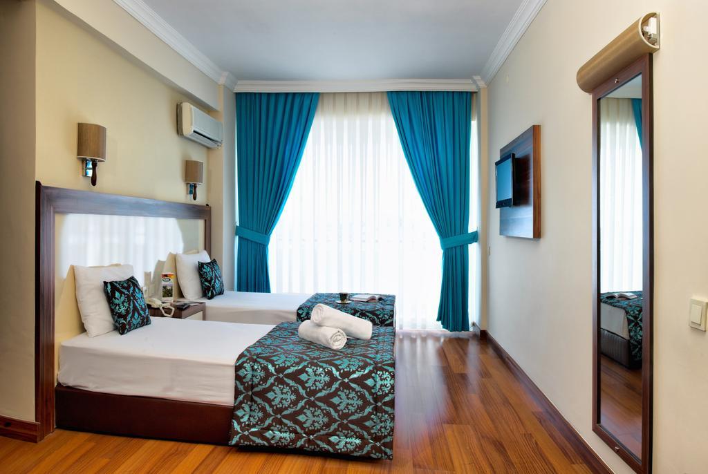 Hotel Flora Suites 9