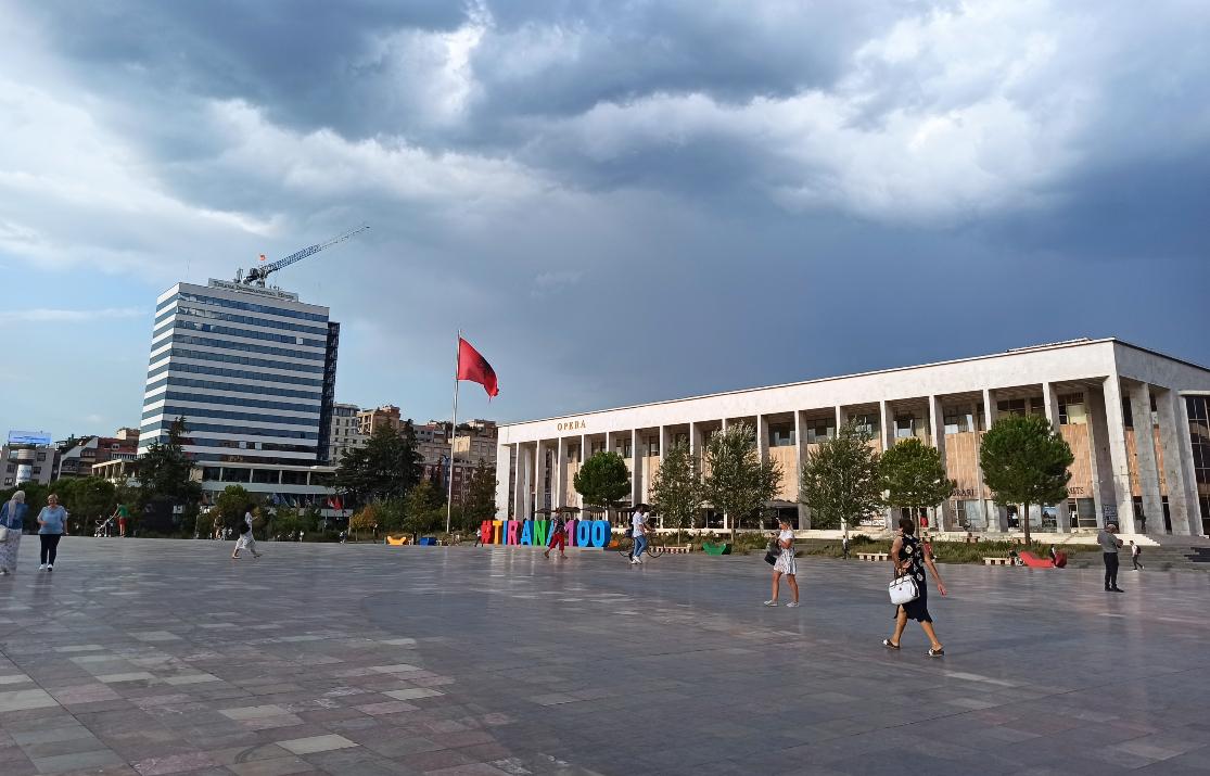 Tirana trg