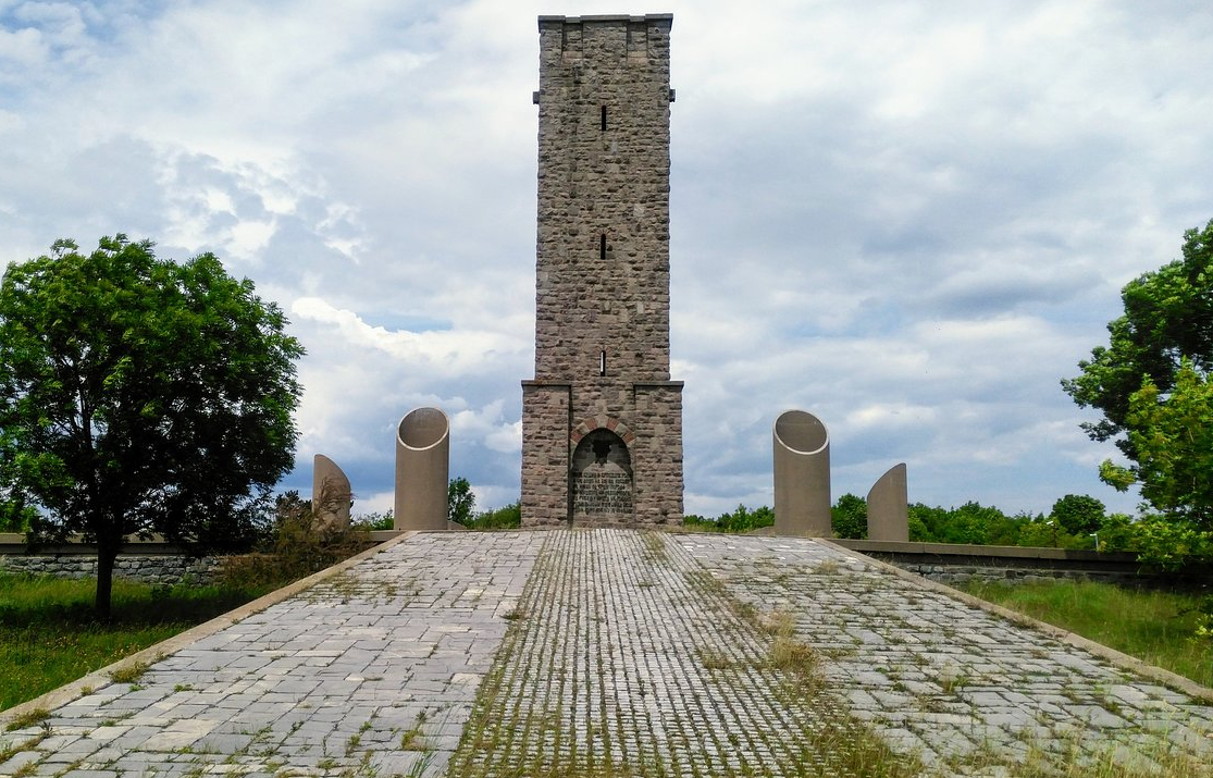 gazimestan-memorial (1)