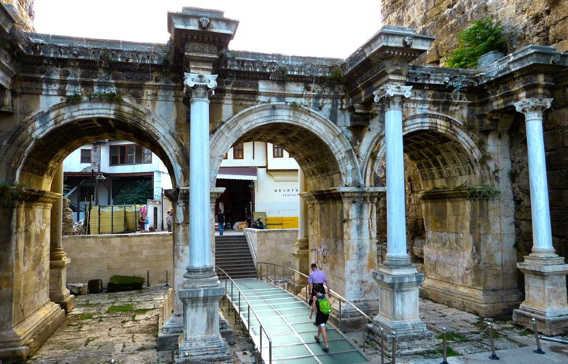 hadrians-gate-65256_1280 (1)